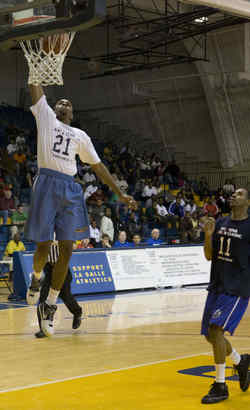 Jesse Morgan makes a dunk for the City boys´ team.