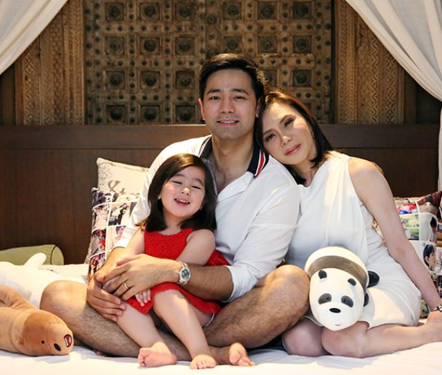 Hayden Kho Jr Center With Daughter Scarlet Snow And Wife Vicki
