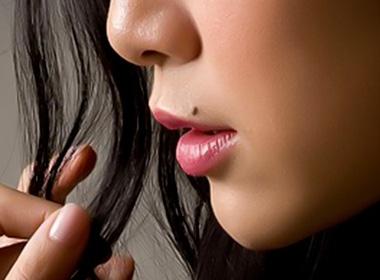 Kết quả hình ảnh cho các bạn nữ mặt có nốt ruồi