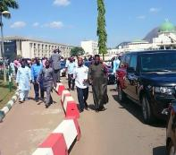 Members and Senators escorting Speakers car
