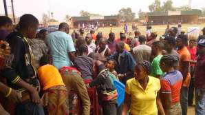 Displaced women of Agatu in Och'Idoma's palace shortly before they were evicted