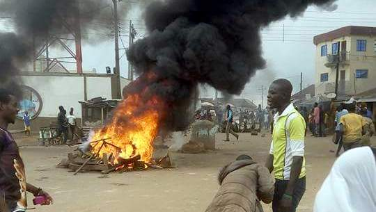 Two shot as Police, residents clash in Iwo over suspected kidnapper