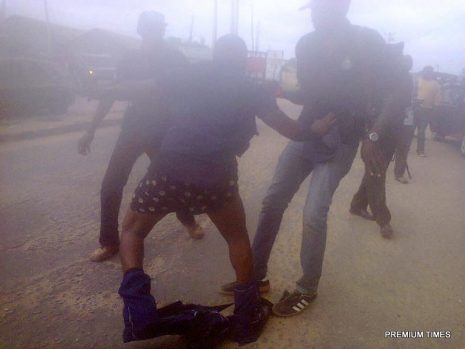 One of the NSCDC officials in a struggle with armed policemen outside the court premises.
