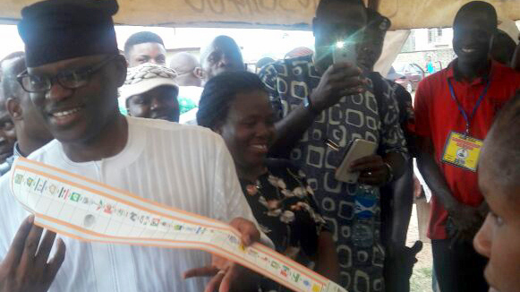 Candidate of the Peoples Democratic Party (PDP), Eyitayo Jegede during his accreditation for Ondo 2016 Governorship Election at Ward 7, Unit 20, in Ondo West Local Government Area of Ondo State on Saturday (26/11/16). 8661/26/11/2016/Ayodeji AlabiBJO/NAN