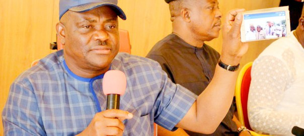 Pic.2. From left: Gov. Nyesom Wike of Rivers; former Acting National Chairman of PDP, Prince Uche Secondus; and Chairman of PDP in Rivers, Bro. Felix Obuah, during a World News Conference at the Government House in Port Harcourt on Sunday (6/11/16). 8232/7/11/2016/BJO/NAN