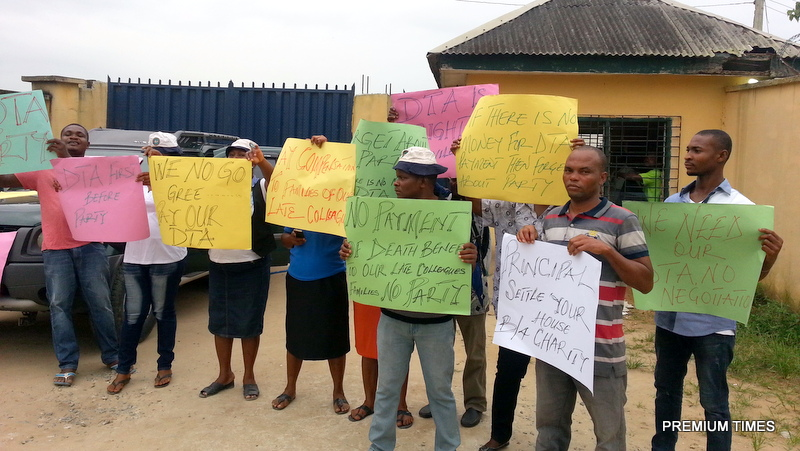 protest-by-non-teaching-staff-at-federal-science-and-technical-college-uyo-akwa-ibom-state-1