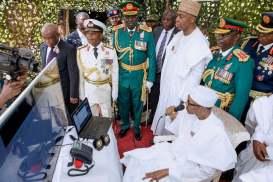 Buhari talking to soldiers in Sambisa