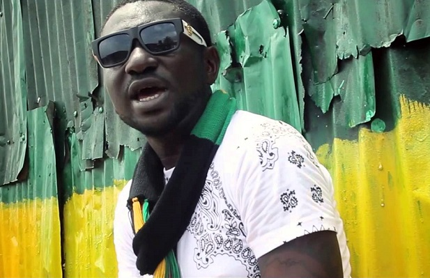 Nigerian dancehall singer, Ahmedu Obiabo a.k.a 'Blackface, has reignited his feud with Nigerian Afro-pop legend, Innocent Idibia a.k.a '2Baba' in his newly released single, `War'.
