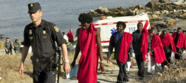 30319_87-illegal-immigrants-enter-ceuta-via-the-frontier-breakwater_1_large