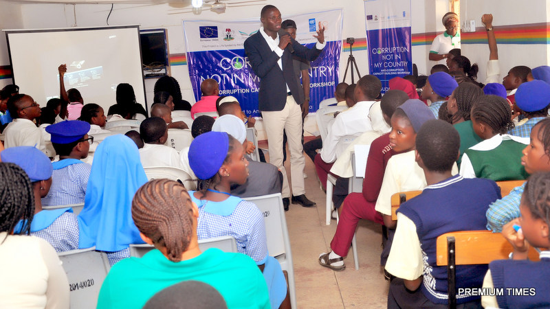 Mr. Samuel Ogundipe of Premium Times mentoring cross section of Students from various Secondary Schools around Dutse Education District of Abuja at the European Union (EU) /UNDP Anti-Corruption Capacity Building workshop organised by Akin Fadeyi Foundation for Secondary Schools in Dutse, Abuja recently.