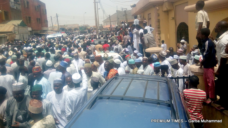 Mammoth crowd at the burial of Ahmadu Chanchangi, Chairman of Chanchangi Airlines