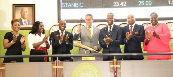 Richard Quest beats NSE closing gong