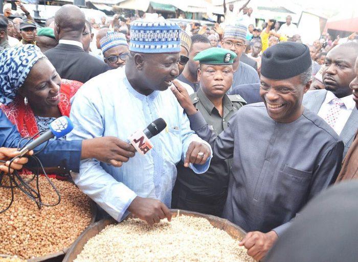 FILE PHOTO: Acting President Yemi Osinbajo interacting with Trader during his visit to Garki Market in Abuja on Friday (26/5/2017) 02845/26/5/2017/Sumaila Ejiga/ICE/NAN