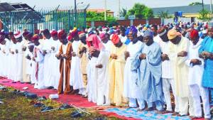 Imam, Anwar-ue Islam movement of Nigeria, Alhaji Quasim Olapade, leads the prayer during Eid-el Fitr celebration in Ikorodu, Lagos on Sunday (25/6/17). 03514/25/6/2017/Babatude Atolagbe/HB/NAN