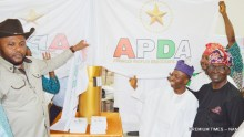 FROM LEFT: Member, Advanced Peoples Democratic Alliance Party (APDA), Mr Dan Nwanyanwu; Interim, National Chairman, Malam Shitu Mohammed-Cabiru; and Interim Deputy National Chairman (South), Mr Fijabi Adebo, unveiling the party's flag in Abuja on Monday (4/6/17). 03035/5/6/2017/Ernest Okorie/BJO/NAN