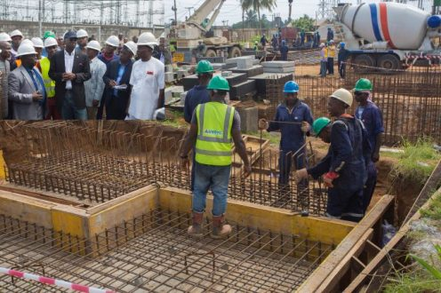 Personnel of General Electric Grid Solutions SAS working on the construction site of the 240MW Afam III Fast Power Plant at the Afam Power Plc . INSET: Hon. Minister of Power, Works & Housing, Mr Babatunde Fashola, SAN (right) Managing Director/Chief Executive Officer, Afam Power Plc, Engr. Olumide Noah Obademi (left), the Secretary to Oyigbo Local Government of Rivers State, Mr Chikwen TheophilIus and others during the inspection tour of the Afam Power Plant in Port Harcourt, Rivers State on Thursday 8, June 2017.