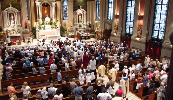 Catholic mass used to illustrate the story [Photo: ritualisticmass.wordpress.com]