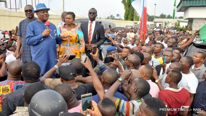 Pic.30. Gov,Nyesom Wike of Rivers (M), addressing  PDP supporters, during his arrival at the Port Harcourt International Airport, after the supreme court judgment on Thursday (12/07/17).with him are: The Deputy Governor,  Mrs Ipalibo Harry-Banigo; and  PDP  Chairman, Rvers State, Mr Felix Obuh. 03490/12/7/17/Chidi Ohalete/JAU/NAN