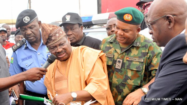 """From left: Commissioner of Police in Oyo State, Mr Abiodun Odude; Gov. Abiola Ajimobi of Oyo State; Deputy Governor, Chief Alake Adeyemo; GOC, 2 Division, Nigerian Army, Maj.-Gen. Chukwunedum Abraham; and Executive Secretary, Oyo State Security Trust Fund, Mr Femi Oyedipe, at the commissioning of patrol vehicles for Re-branded Oyo State Joint Security Task Force named: """"Operation Burst"""", in Ibadan on Friday (4/8/17). 04038/4/8/17/Adeogodiran Timothy/OTU/BJO/NAN"""