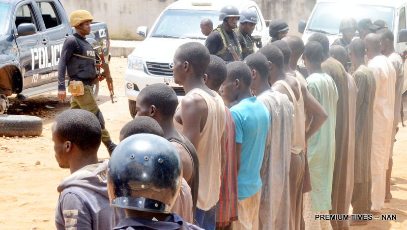 Police presents suspected arrested kidnappers to the media in Katari Village, Kaduna Pic some of the suspected arrested kidnappers, during their presentation by the Police to the media on Abuja/Kaduna road in Kaduna on Monday (31/7/17). 03918/31/7/2017/Johnson Udeani/NAN
