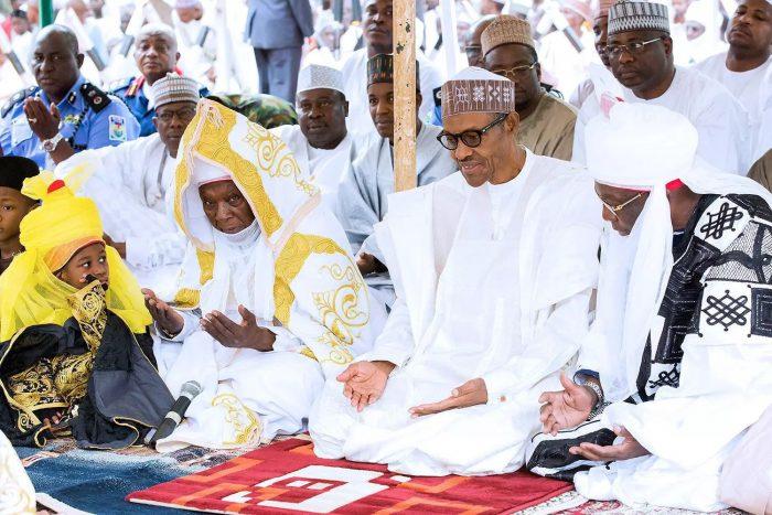 President Muhammadu Buhari praying. [Photo credit: Naij.com]