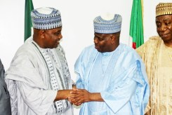 Governor Aminu Waziri Tambuwal in a handshake with the Chairman of Senate Committee on Works, Senator Kabiru Gaya, when members of the committee visited Sokoto for oversight duties...Monday 23/10/17