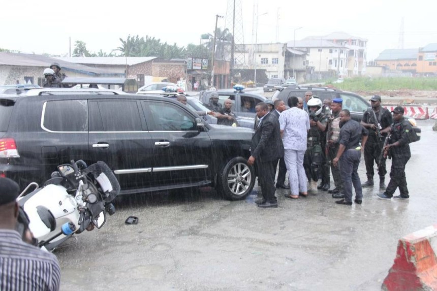 Scene of an attack on the Convoy of the Rivers State Governor, Nyesom Wike by soldiers and SARS Personnel attached to the Minister of Transportation atWanja Junction, Trans-Amadi Road in Port Harcourt  Saturday (11/11/17)