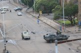 Pictures of Soldiers in Harare CBD by Shepherd Tozvireva (Photo Source: Povo Zim on Twitter) #Zimbabwe #ZimCoup #ZimbabweCoup #Mugabe #Mnangagwa #Chiwenga #ZanuPF https://t.co/VamlidlW5h