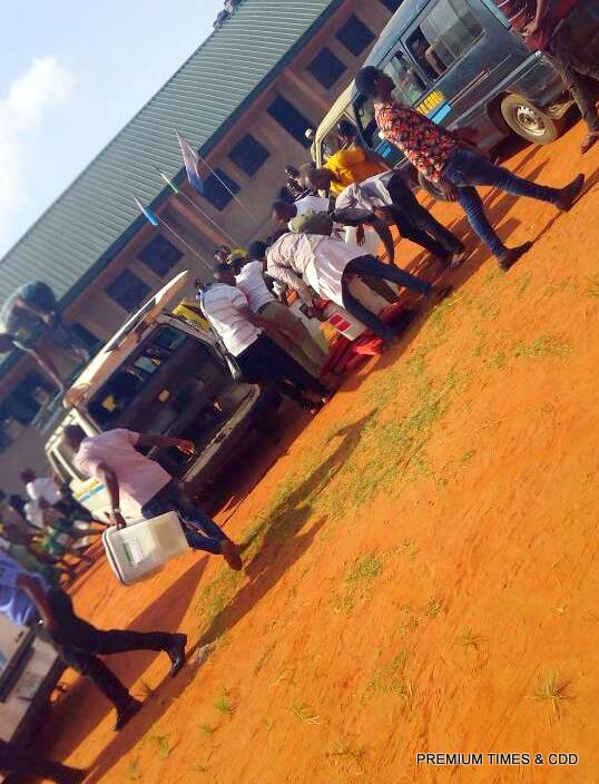 At Ogidi ward, corpers are fighting over election materials.