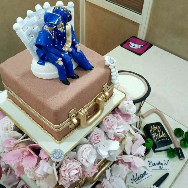 Banky W and Adesua Etomi's wedding cake