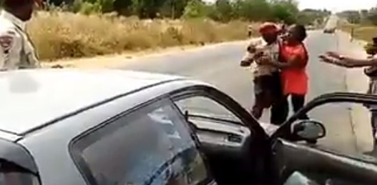 A federal Road Safety Offical assaulting a woman. [Photo credit: Twitter, Chidi Odin Kalu]