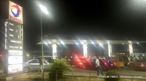 This was the situation at around 7pm today at the Total Fuel Station located at Wuse Zone 4 opposite Febson Mall, Abuja (Photo taken by Oluwatosin Alagbe, 24/12/2017)