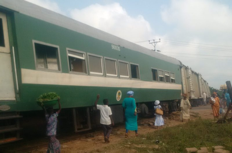 A luggage train derailed and got stuck at Omi-Adio railway crossing along Abeokuta-Ibadan road.