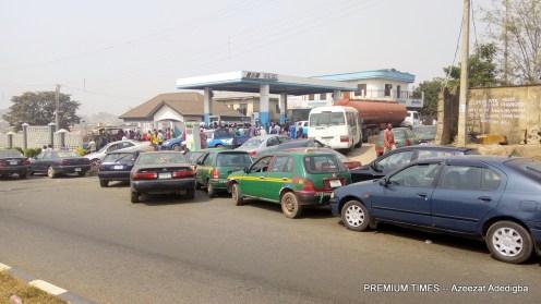 Ebenfem filling station with a long queue of vehicles at Idi- aba (Photo taken by Azeezat Adedigba)