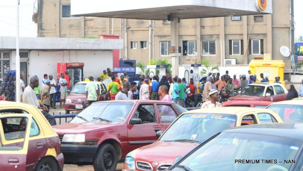 File photo of Motorists queuing for fuel at a filling station on Queen Elizabeth Road in Ibadan, as scarcity of the commodity persists on Thursday (21/12/17). 06959/21/12/2017/Adeogodiran Timothy/BJO/NAN