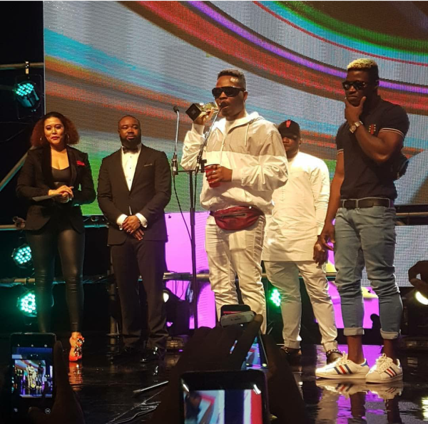 Olamide wins the Listeners Choice award.