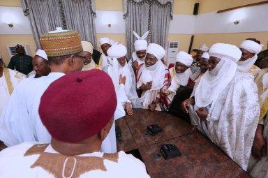 Buhari speaking to traditional rulers in Taraba state