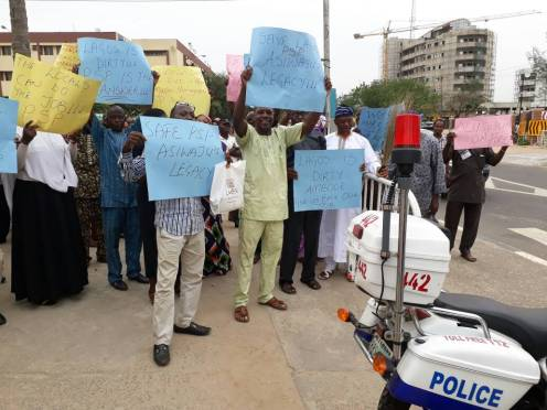 Private waste operators protesting at the Lagos House of Assembly