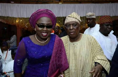 Wife of Ondo state Governor, Chief Mrs Betty Anyanwu - Akeredolu (left), Chief Olusegun Osoba (right) during the engagement ceremony of Efuntoun Olayinka Osoba, the daughter of former Governor of Ogun state, Chief Olusegun Osoba to Adegboyega Apata in Lagos, at weekend.