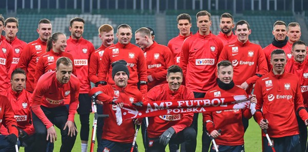 Robert Lewandowski and the Amputee soccer team