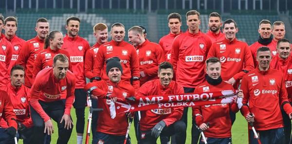 Robert Lewandowski and the Amputee soccer team