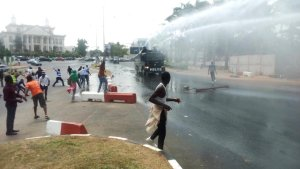 Shiites protesters being arrested by the Nigeria Police (Photo Credit: @uche_ezeonye on Twitter)