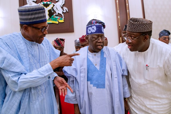 From left: President Muhammadu Buhari; APC Chieftain Asiwaju Bola Tinubu and Ekiti APC Gubernatorial Candidate/Minister of Solid Minerals Development, Dr Kayode Fayemi during a Dinner the President hosted in honour of the South West APC Leaders and Gubernatorial Aspirants of Ekiti State at the Presidential Villa Abuja on Wednesday Night. 02566/16/5/2018/ICE/NAN