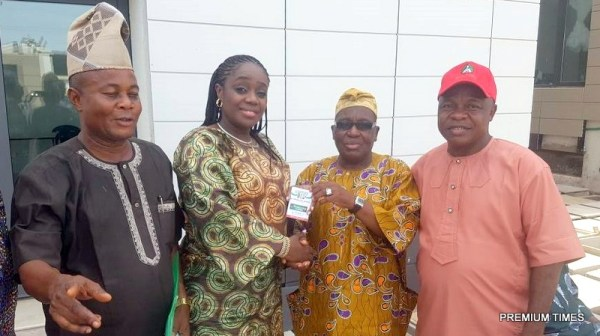 The National Financial Secretary of the All Progressives Congress (APC), Tajudeen Bello (second right), handing over the membership card of the APC to the Honourable Minister of Finance, Mrs. Kemi Adeosun, in the presence of other party chieftains in Abeokuta, Ogun State, on Saturday, 5th May, 2018.