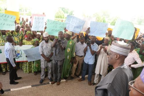 Kwara State Governor, Dr Abdulfatah Ahmed (right) welcoming Kwara State Artisans Congress at Governor's lodge protesting over allegation by the police against the Senate President, Dr Bukola Saraki on Offa robbery........Monday
