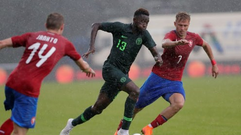 Super Eagles, Wilfred Ndidi daring the downpour as he breaks down the Czech defence