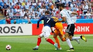 Benjamin Pavard puts France level with Argentina