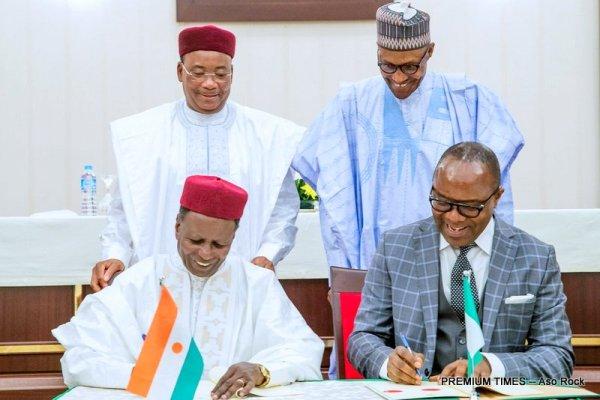 President Muhammadu Buhari and President of the Republic of Niger, Mahammadou Issoufou witnessing the signing of the Memorandum of Understanding (MoU)