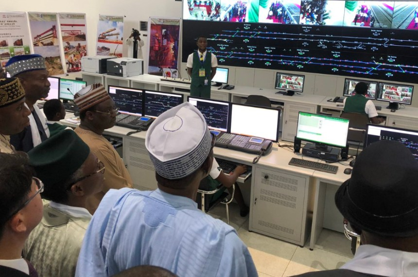 President @MBuhari stopped to inspect the #AbujaMetro Control Centre at the Idu Metro Station. He is currently in transit to the Airport Metro Station. {photo credit: Official Twitter handle of the Nigerian government]