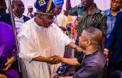 Yink Ayefele and Gov. Ajimobi exchanging pleasantries